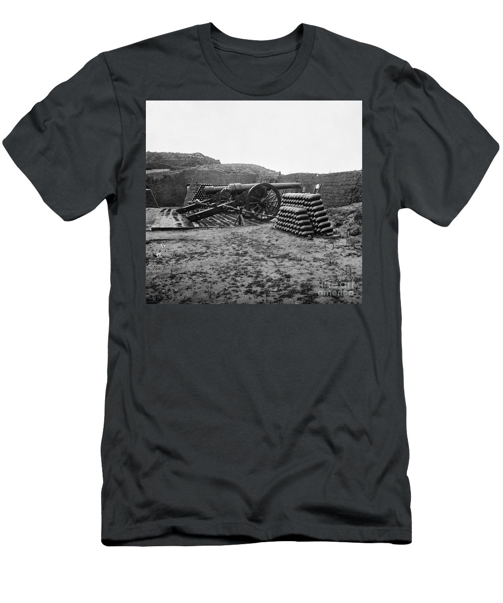 1865 Men's T-Shirt (Athletic Fit) featuring the photograph Civil War: Fort Putnam by Granger
