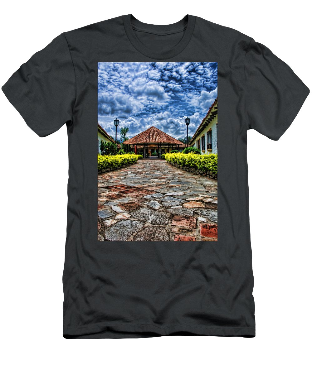 Colonial Men's T-Shirt (Athletic Fit) featuring the photograph Colonial House by Galeria Trompiz
