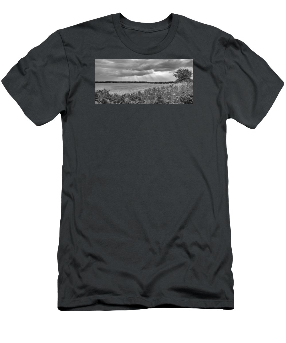 Fields Men's T-Shirt (Athletic Fit) featuring the photograph Gods Light by Nick Bywater
