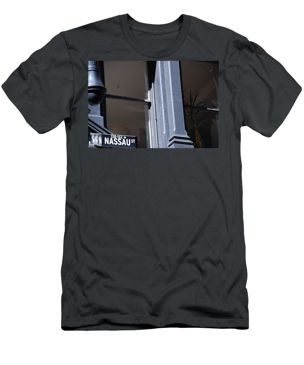 New York City Men's T-Shirt (Athletic Fit) featuring the photograph Nassau Street by Rob Hans
