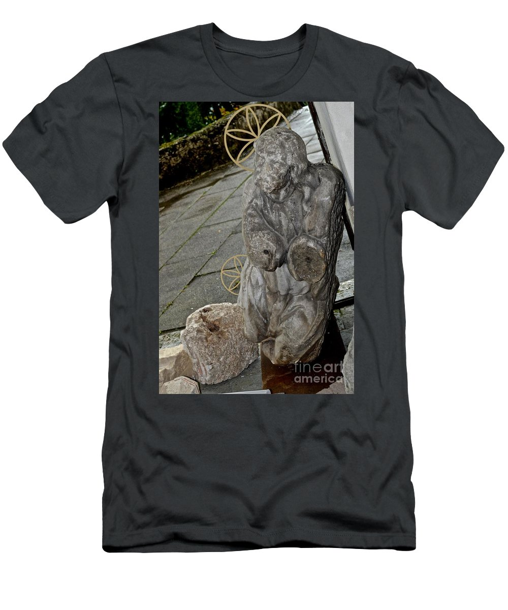 Armless Men's T-Shirt (Athletic Fit) featuring the photograph Art by Photos By Zulma