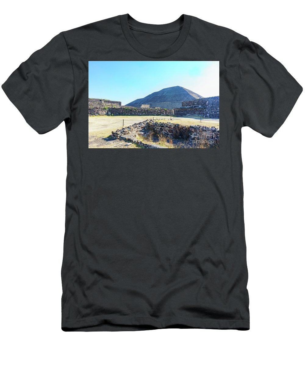 Avenue Of The Dead Men's T-Shirt (Athletic Fit) featuring the photograph The Famous Pyramid Of The Sun by Chon Kit Leong