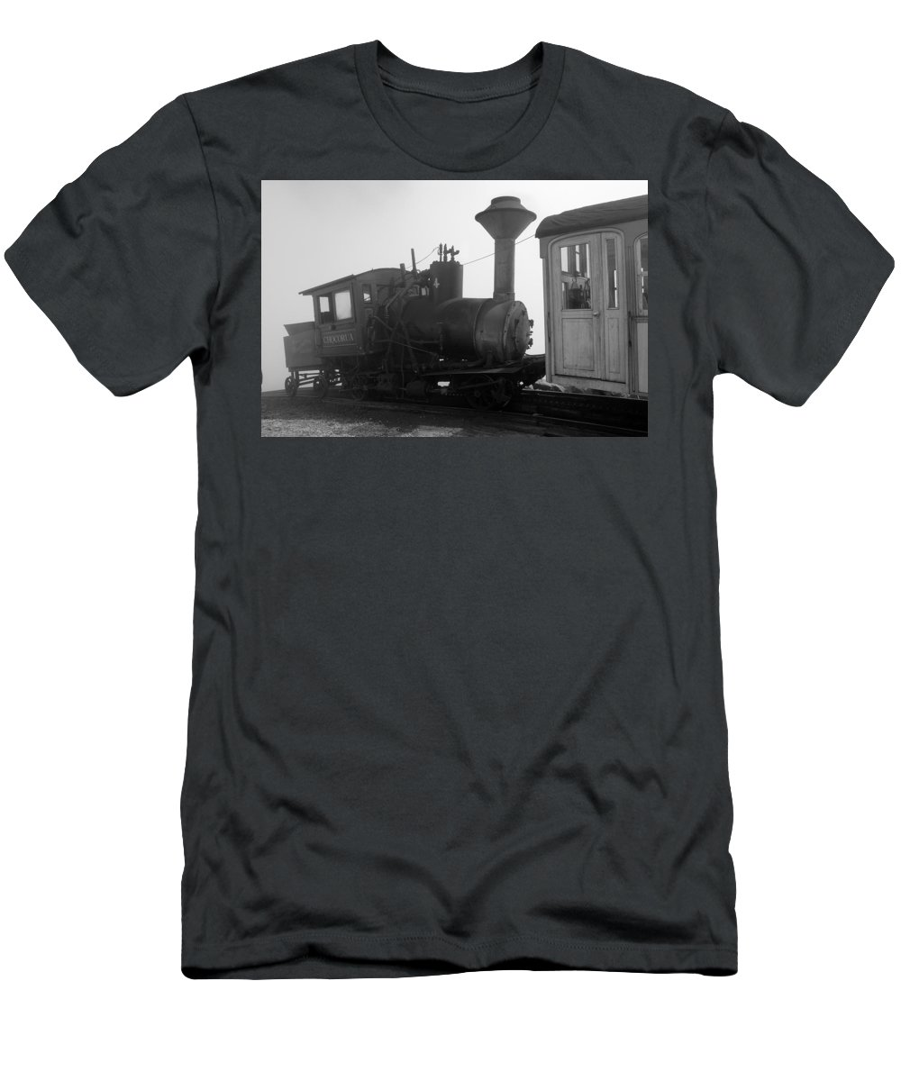 Train Men's T-Shirt (Athletic Fit) featuring the photograph Train by Sebastian Musial