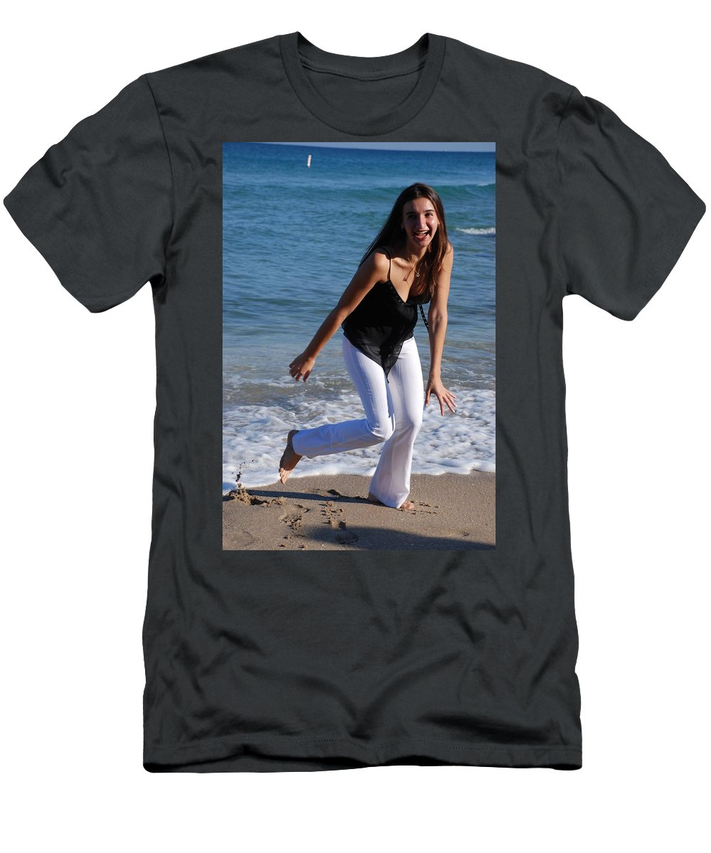 Sea Scape Men's T-Shirt (Athletic Fit) featuring the photograph Gisele by Rob Hans