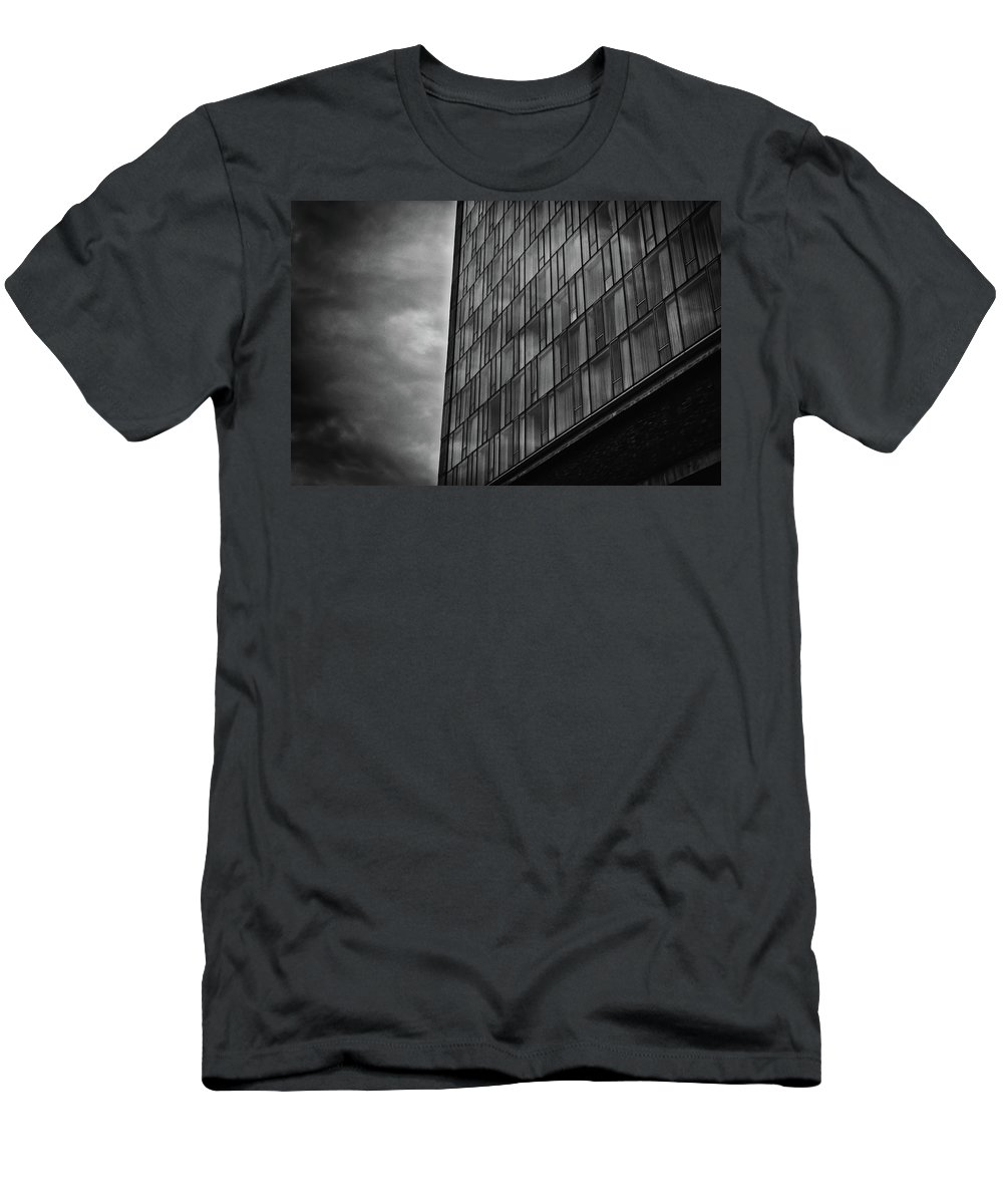 Building Men's T-Shirt (Athletic Fit) featuring the photograph Along The Highline #1 by Steven Ford