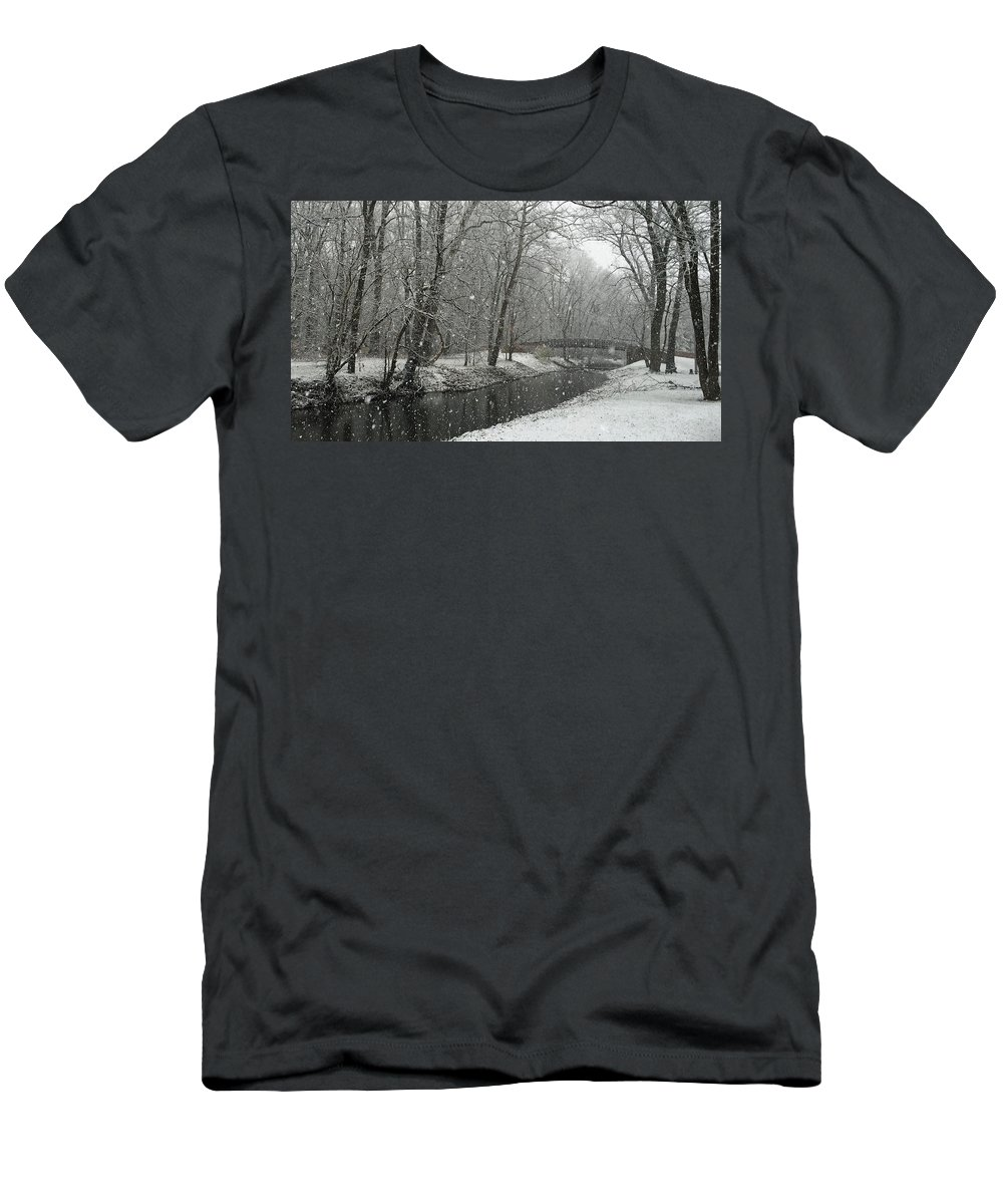 Brownsburg Men's T-Shirt (Athletic Fit) featuring the photograph Arbuckle Bridge by Dan McCafferty
