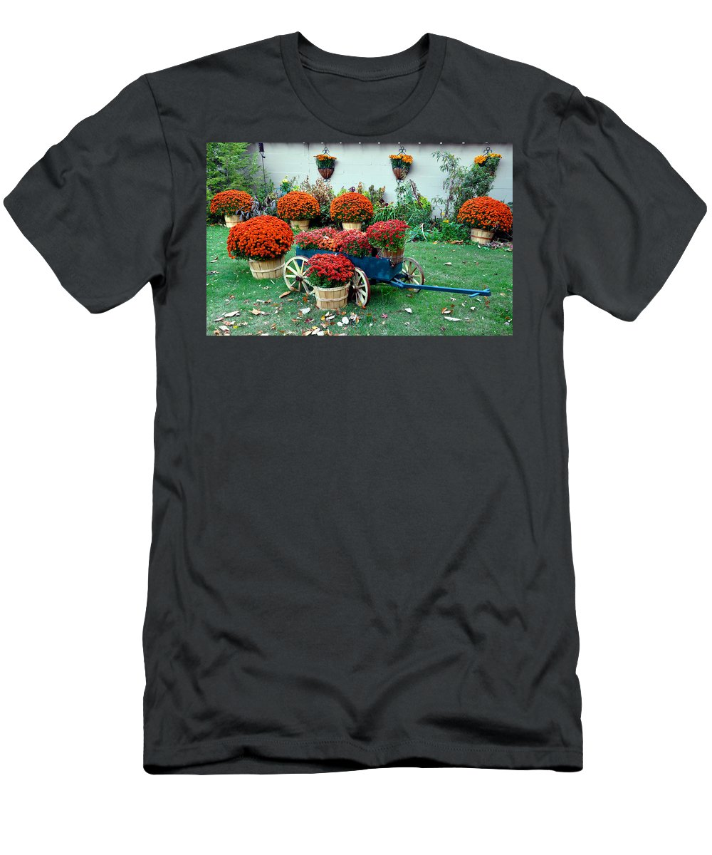 Mums Men's T-Shirt (Athletic Fit) featuring the photograph Autumn by Brittany Horton