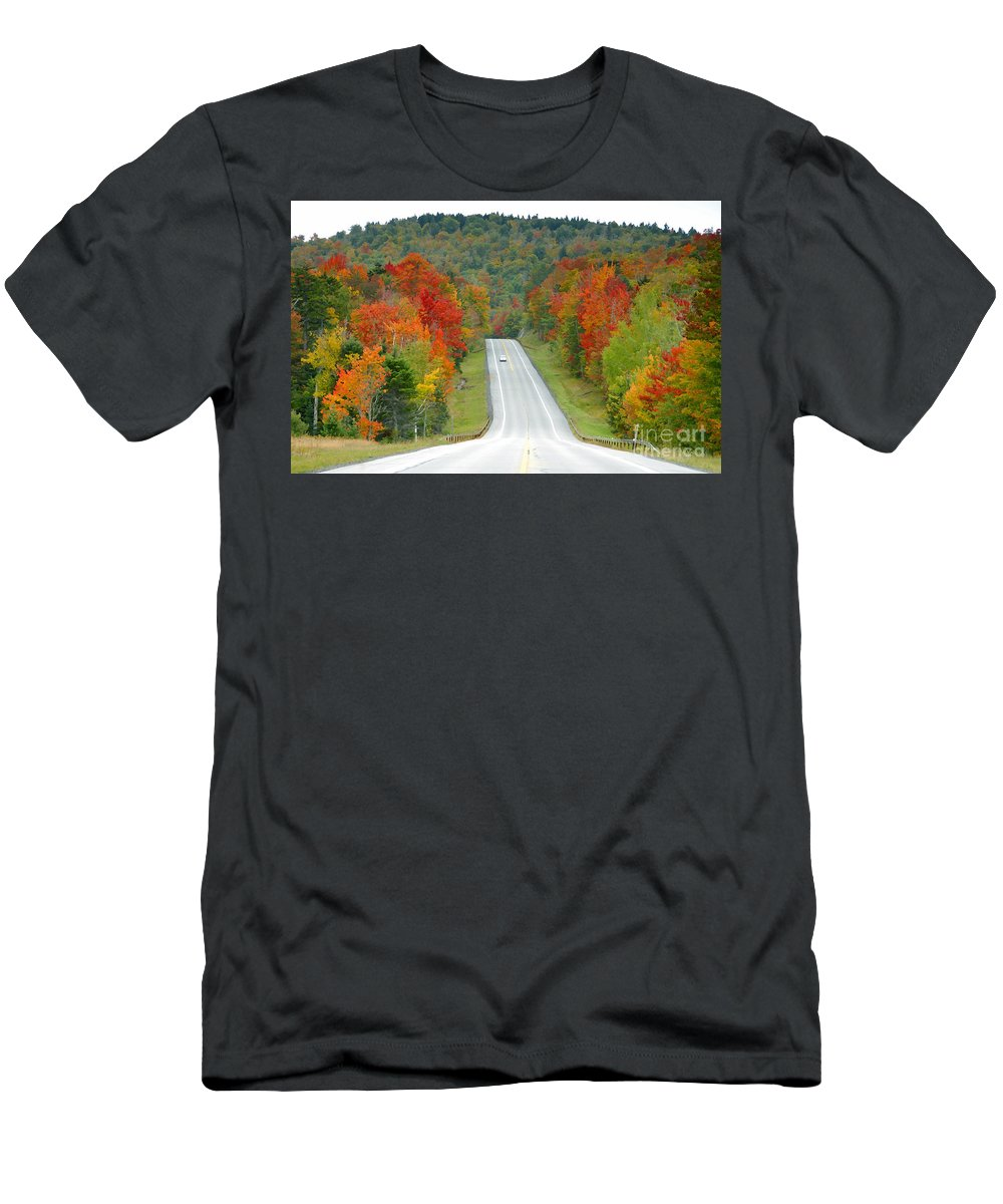 Autumn Men's T-Shirt (Athletic Fit) featuring the photograph Autumn Drive by David Lee Thompson
