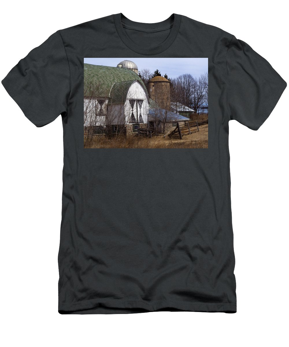 Barn Men's T-Shirt (Athletic Fit) featuring the photograph Barn On 29 by Tim Nyberg