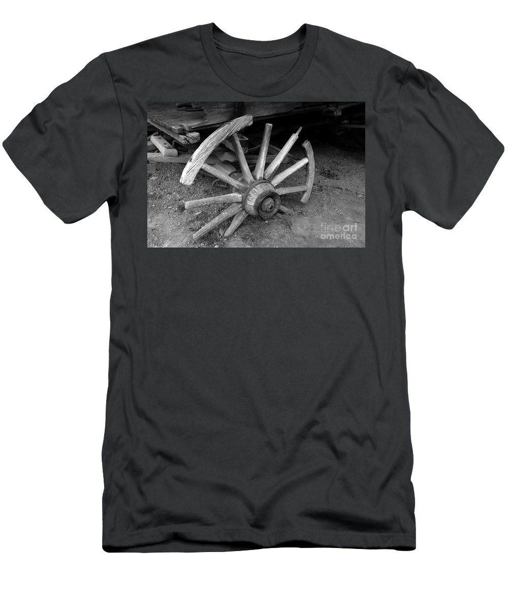 Wagon Wheel Men's T-Shirt (Athletic Fit) featuring the photograph Broken Wheel by David Lee Thompson