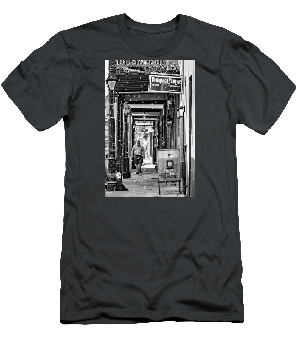 French Quarter Men's T-Shirt (Athletic Fit) featuring the photograph Bubbly French Quarter - Bw by Steve Harrington
