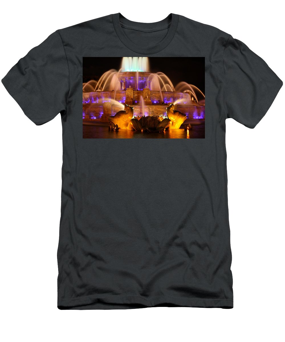 Buckingham Fountain Men's T-Shirt (Athletic Fit) featuring the photograph Buckingham Fountain At Night by Laura Kinker