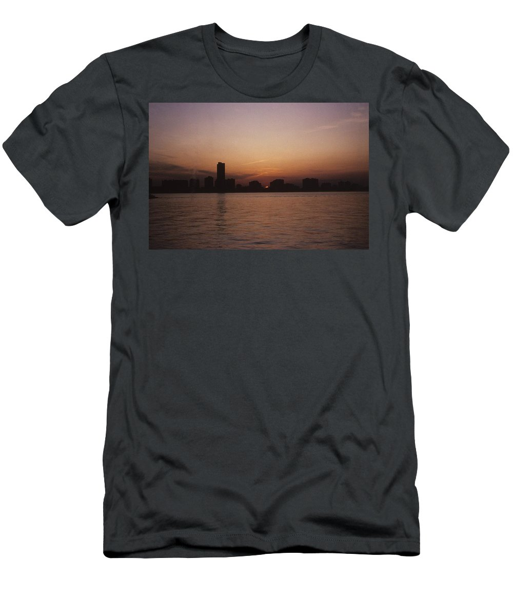 Chicago Men's T-Shirt (Athletic Fit) featuring the photograph Chicago Sunset by Gary Wonning