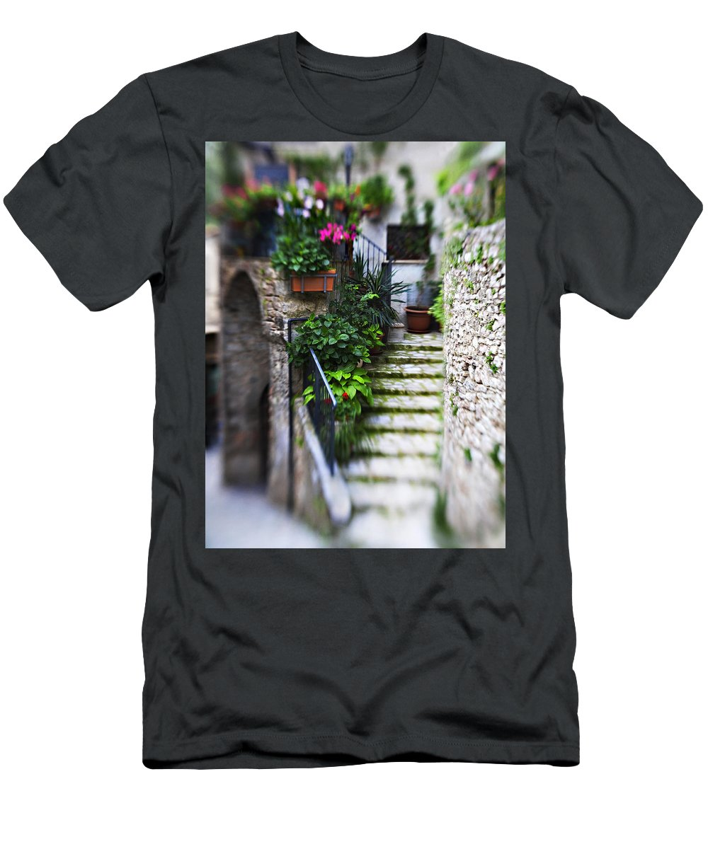 Home Men's T-Shirt (Athletic Fit) featuring the photograph Coming Home by Marilyn Hunt