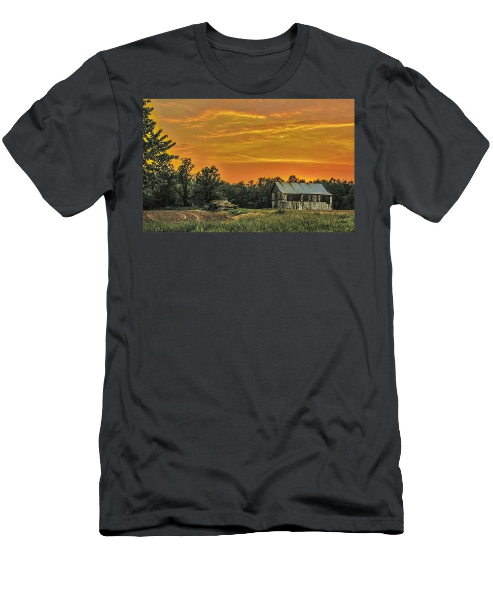 Barn Men's T-Shirt (Athletic Fit) featuring the photograph Country Sunset by Chad Fuller