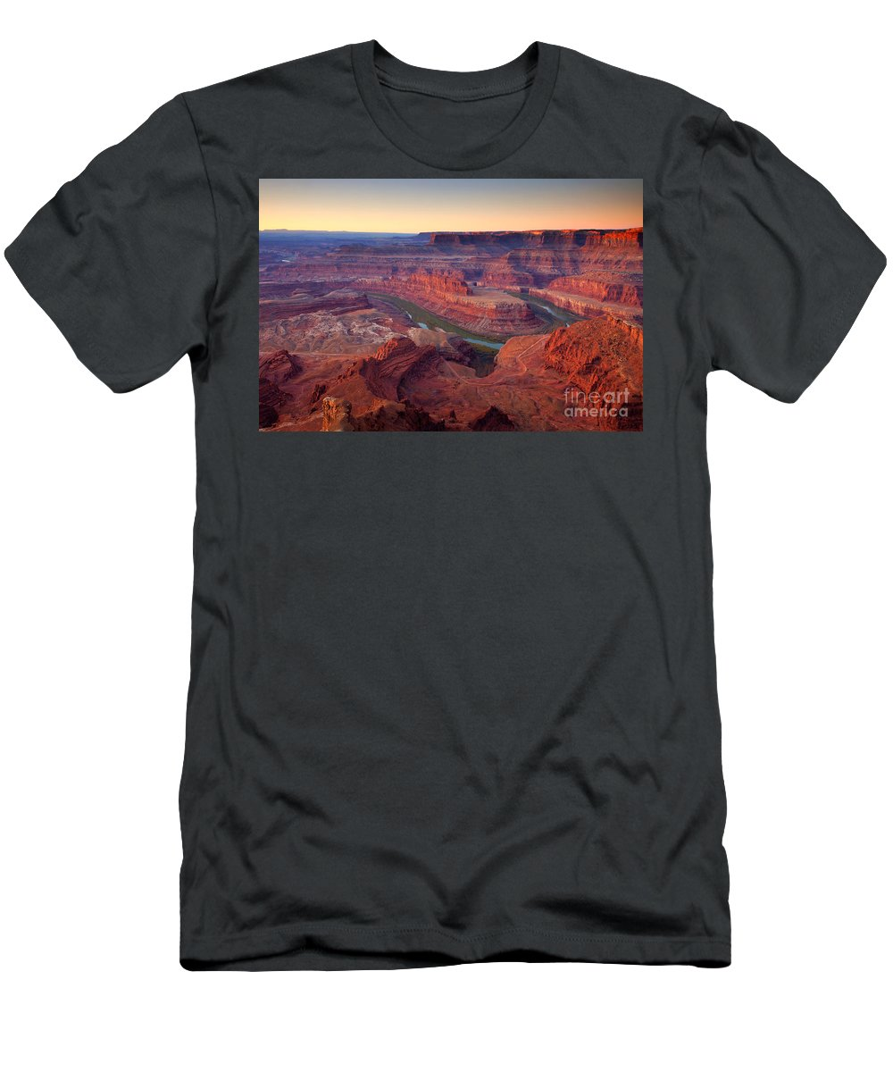 Dead Horse State Park Men's T-Shirt (Athletic Fit) featuring the photograph Dead Horse Dawn by Mike Dawson