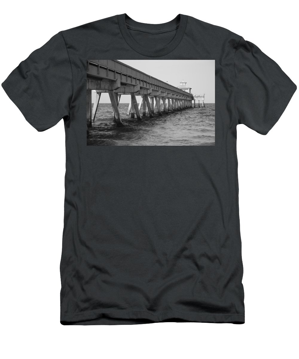 Architecture Men's T-Shirt (Athletic Fit) featuring the photograph Deerfield Beach Pier by Rob Hans