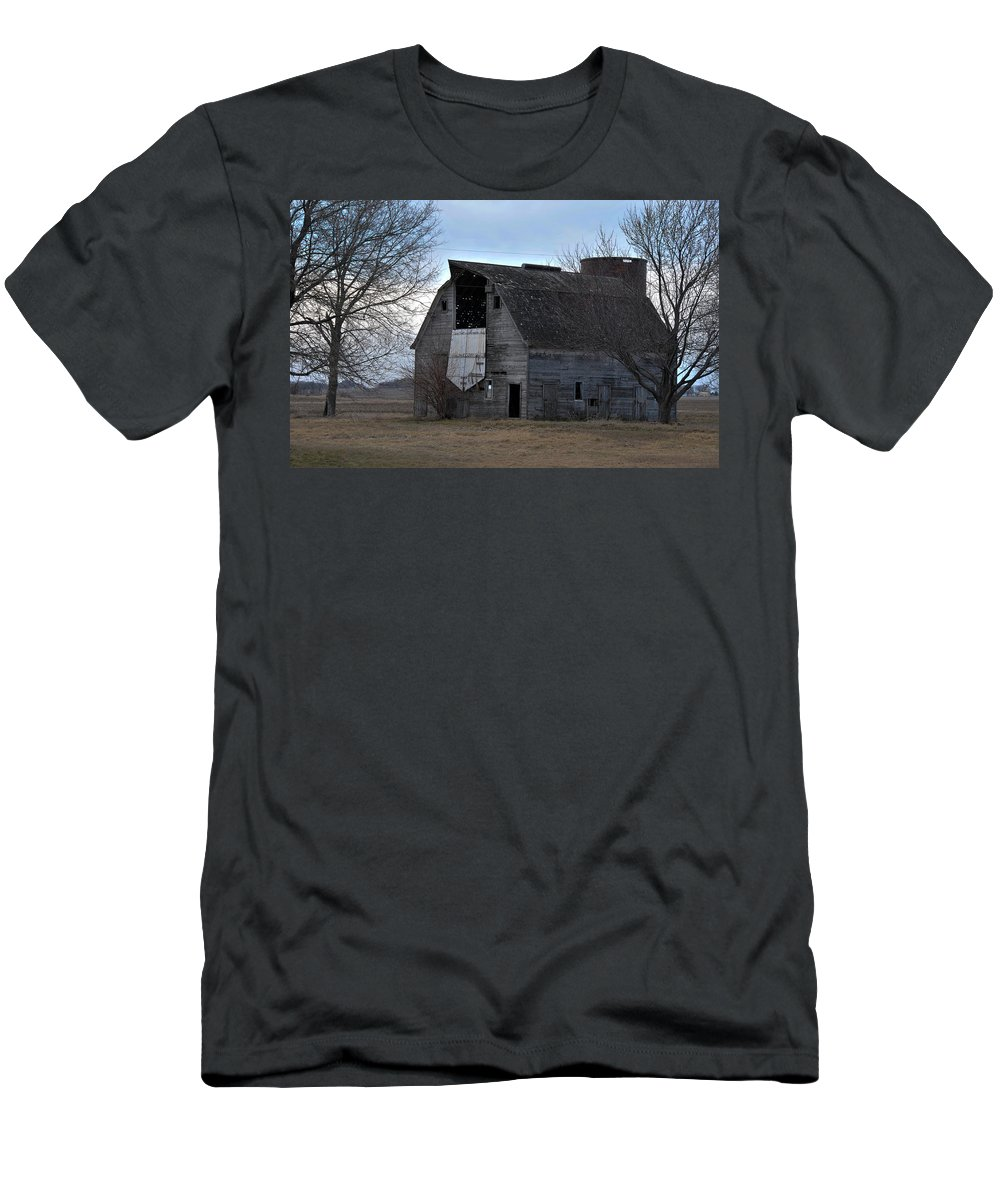 Barn Men's T-Shirt (Athletic Fit) featuring the photograph Door Open by David Arment