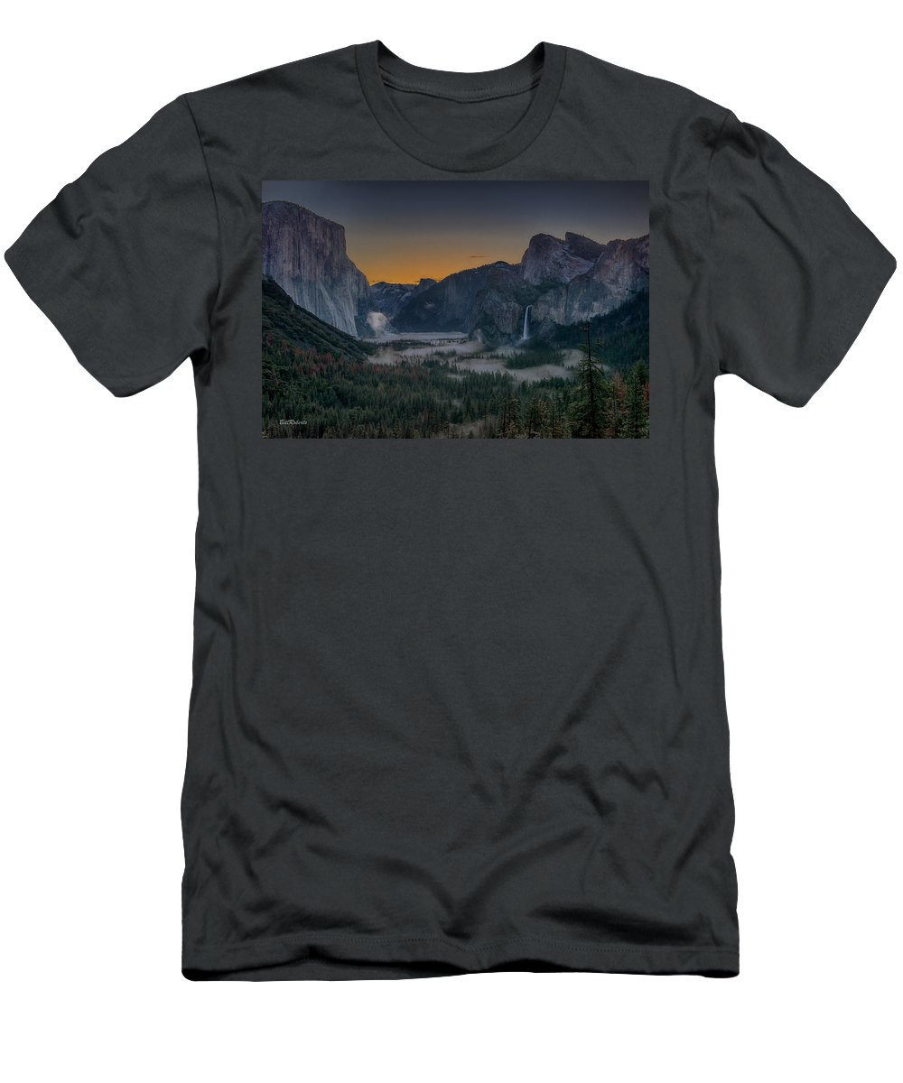 Tunnel View Men's T-Shirt (Athletic Fit) featuring the photograph Early Morning Light by Bill Roberts
