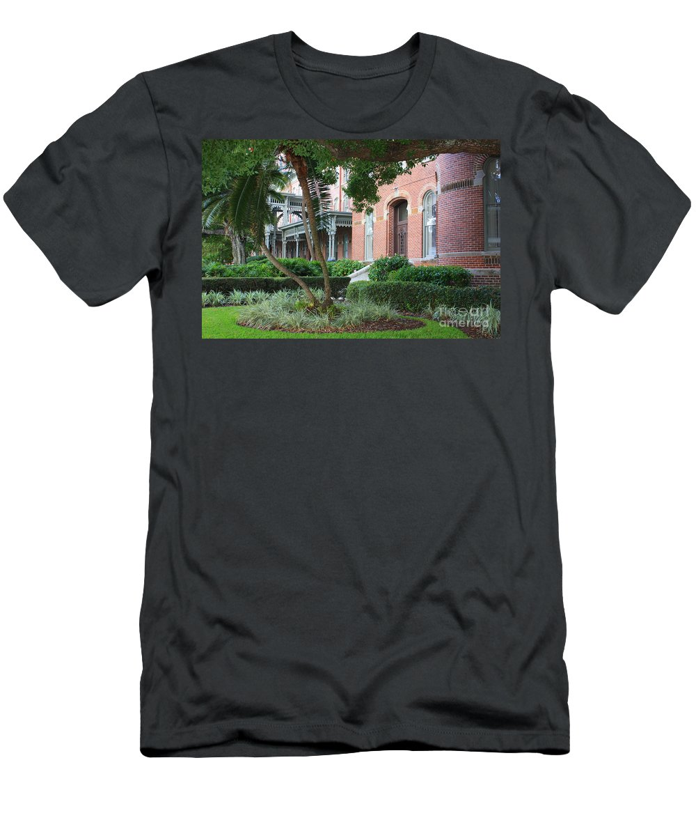 Tampa Men's T-Shirt (Athletic Fit) featuring the photograph Elegant Retreat In Tampa by Carol Groenen