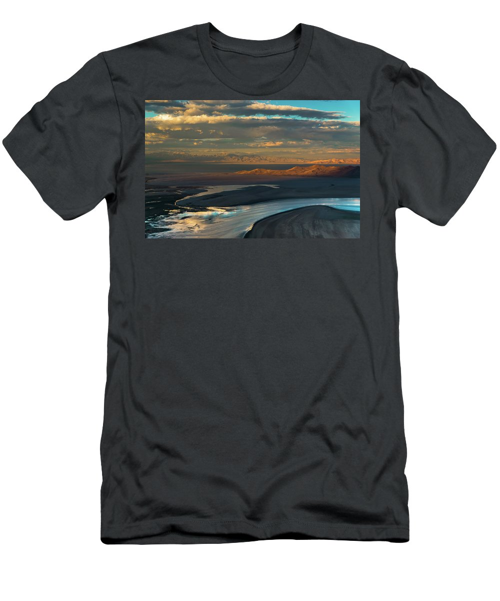 Salt Lake Men's T-Shirt (Athletic Fit) featuring the photograph Final Approach by Michael Balen