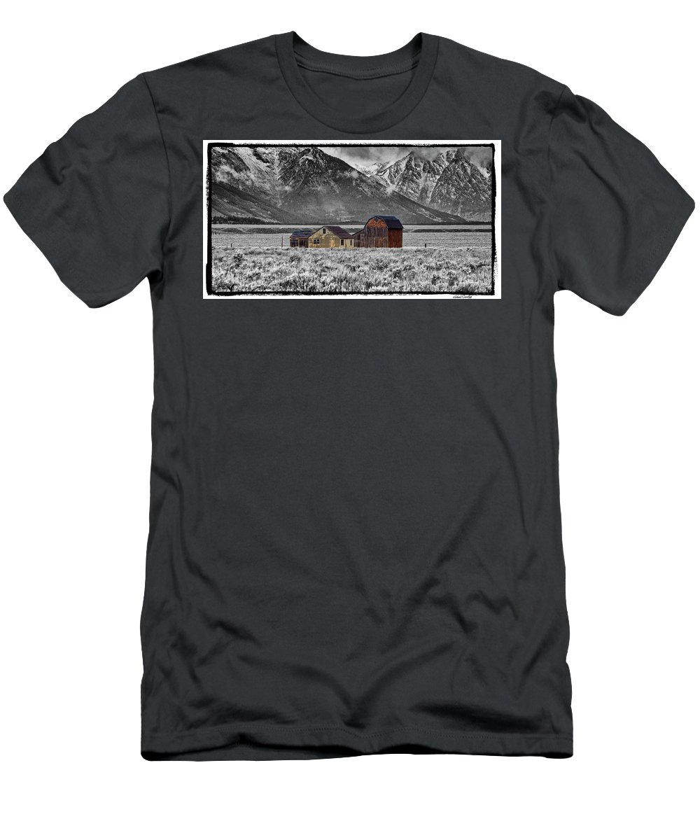 Grand Tetons Men's T-Shirt (Athletic Fit) featuring the photograph Forgotten Homestead by Richard Cronberg