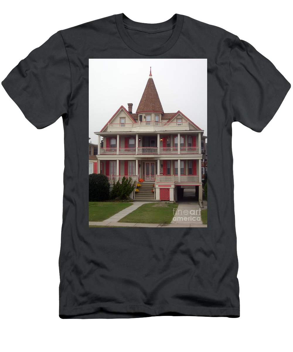 Scenic Tours Men's T-Shirt (Athletic Fit) featuring the photograph Halloween In Cape May by Skip Willits