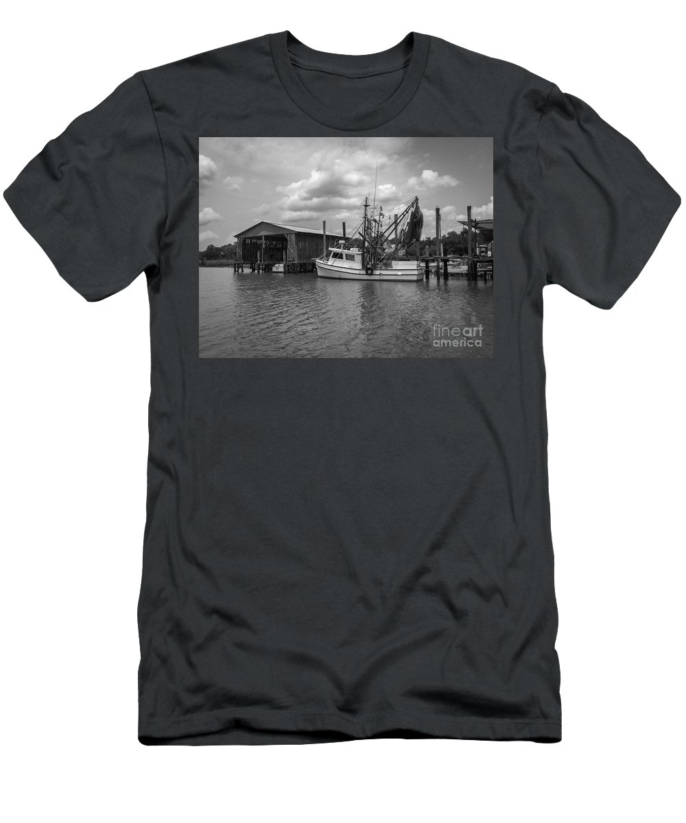 Mccellanville Men's T-Shirt (Athletic Fit) featuring the photograph Home Port by Dale Powell