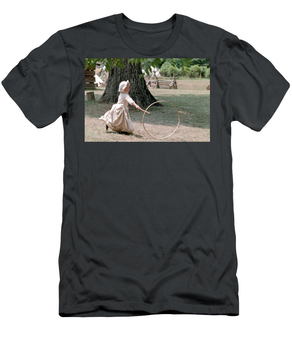 Hoop Men's T-Shirt (Athletic Fit) featuring the photograph Hoop by Flavia Westerwelle