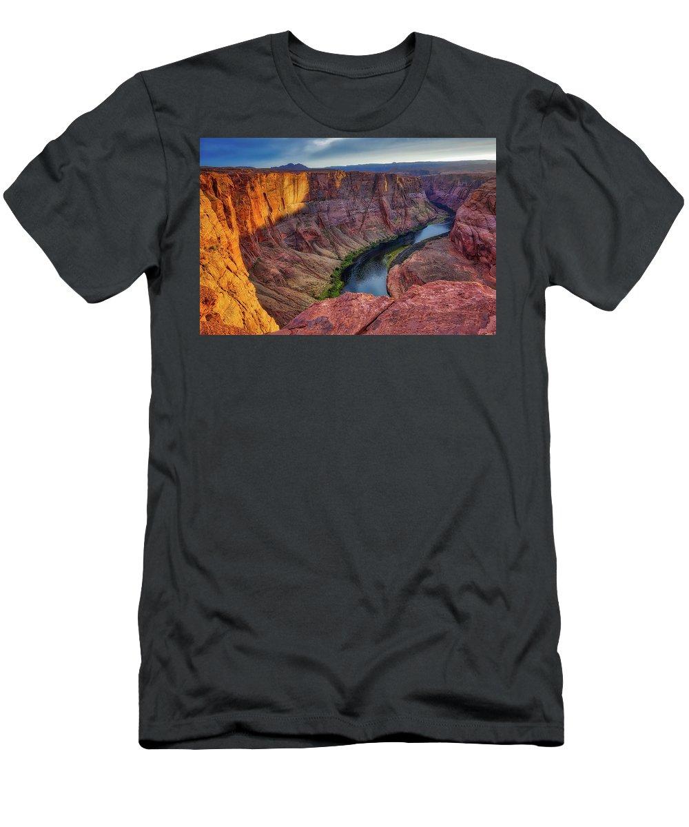 Horseshoe Bend Men's T-Shirt (Athletic Fit) featuring the photograph Horseshoe Bend Landscape by Eduardo Palazuelos Romo