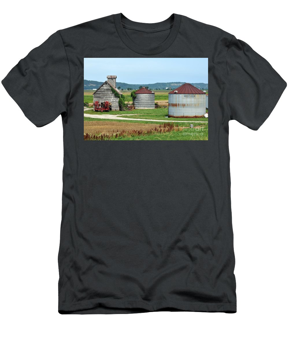 Farm Men's T-Shirt (Athletic Fit) featuring the photograph Ilini Farm by Marty Koch