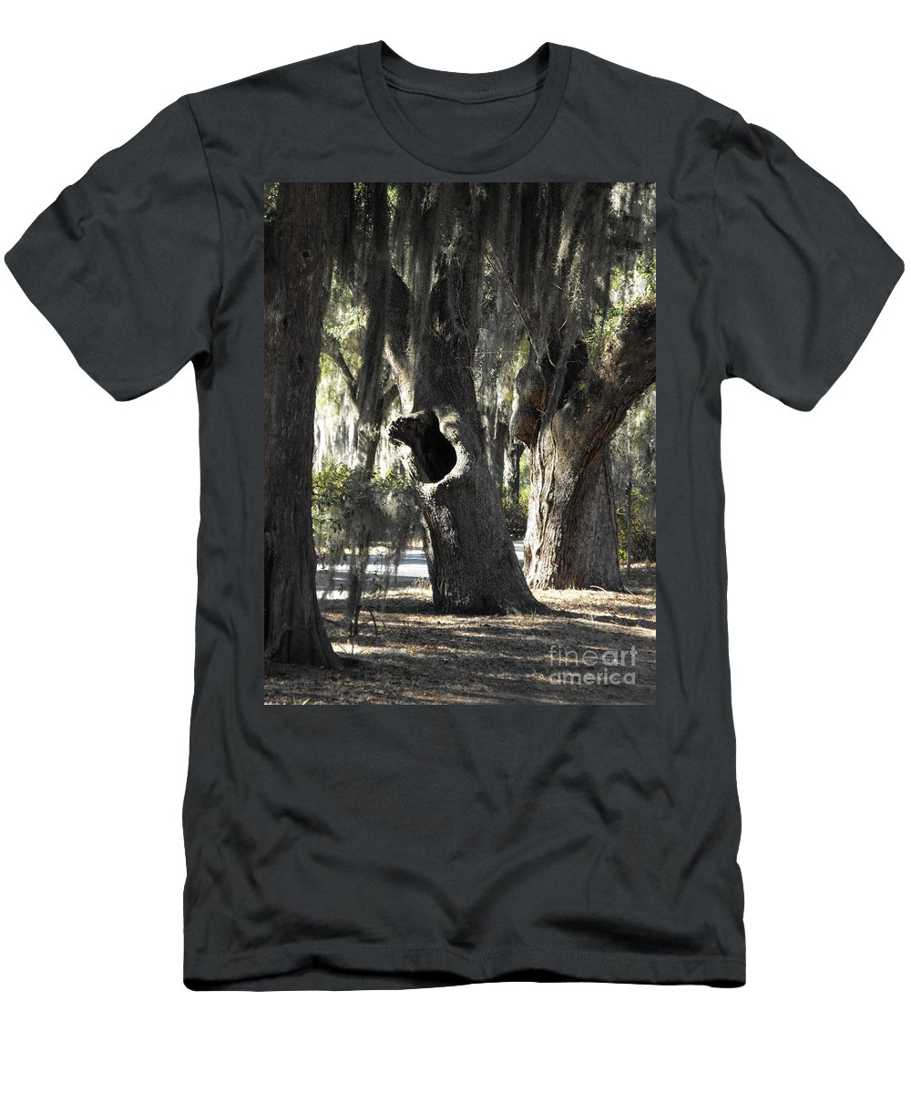 Tree Men's T-Shirt (Athletic Fit) featuring the photograph It's Knot A Hole by Dawn Gilbert Rikard