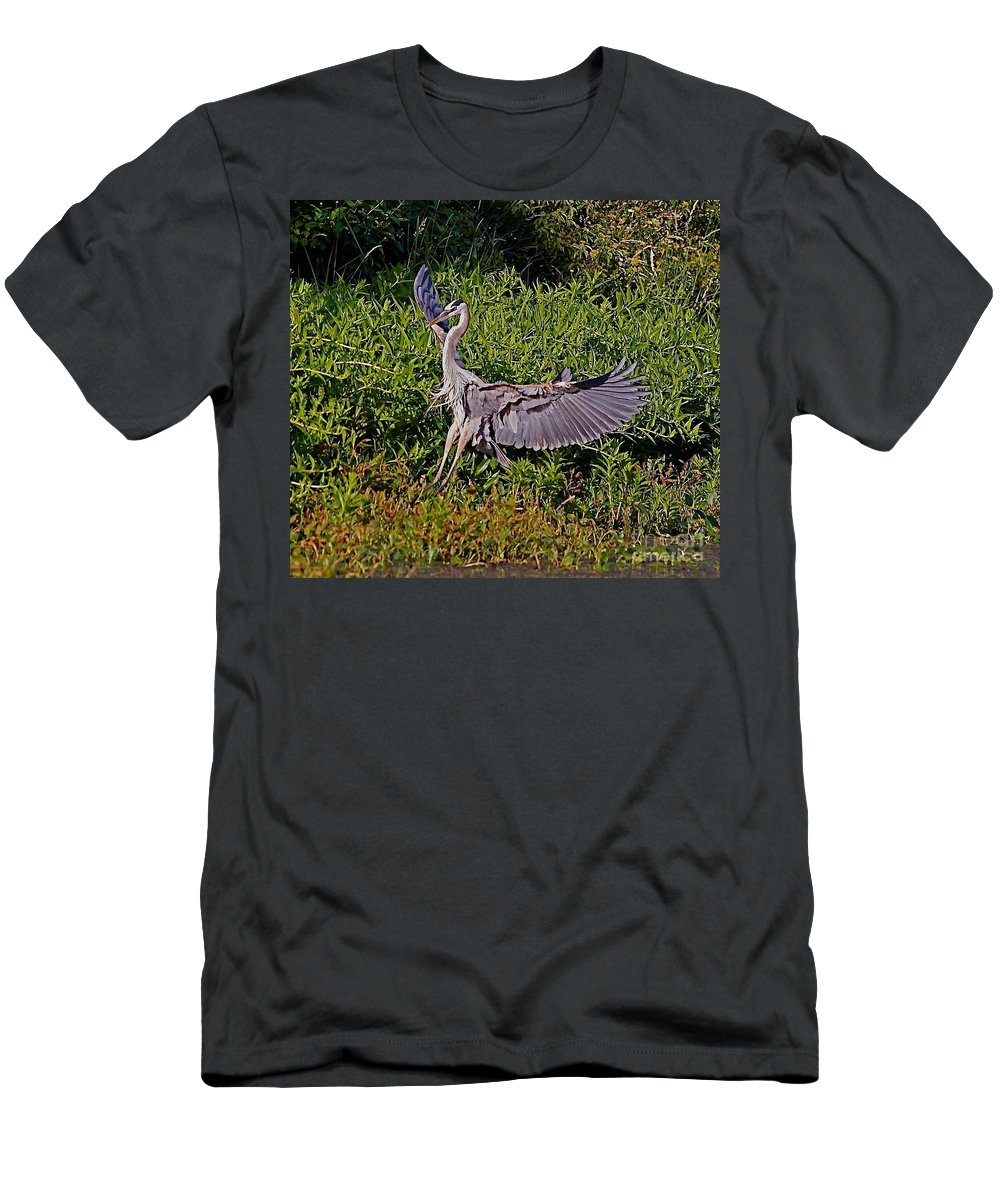 Bird Men's T-Shirt (Athletic Fit) featuring the photograph Landing On A Dime by Robert Pearson