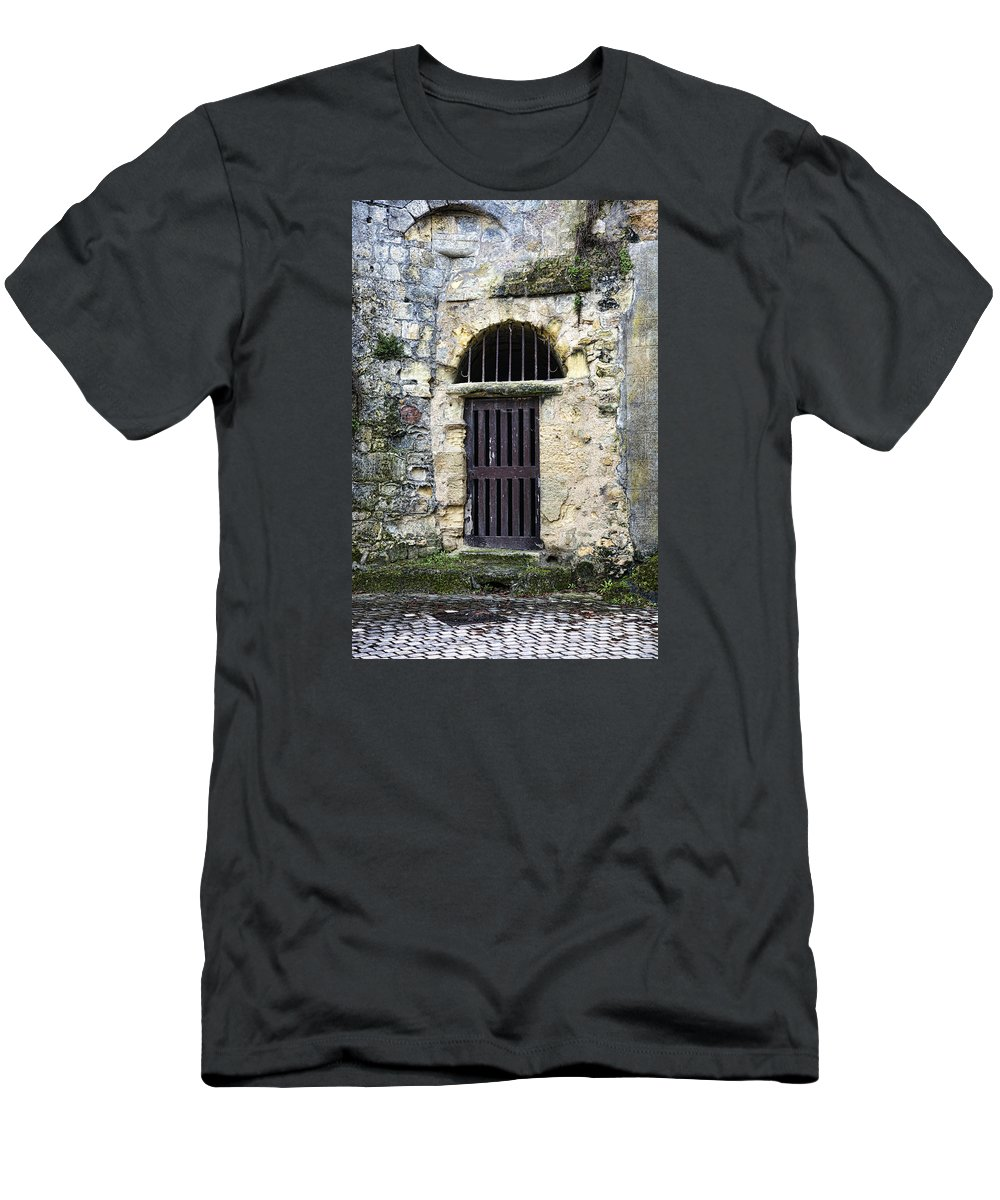 Langeais Men's T-Shirt (Athletic Fit) featuring the photograph Langeais by Hugh Smith
