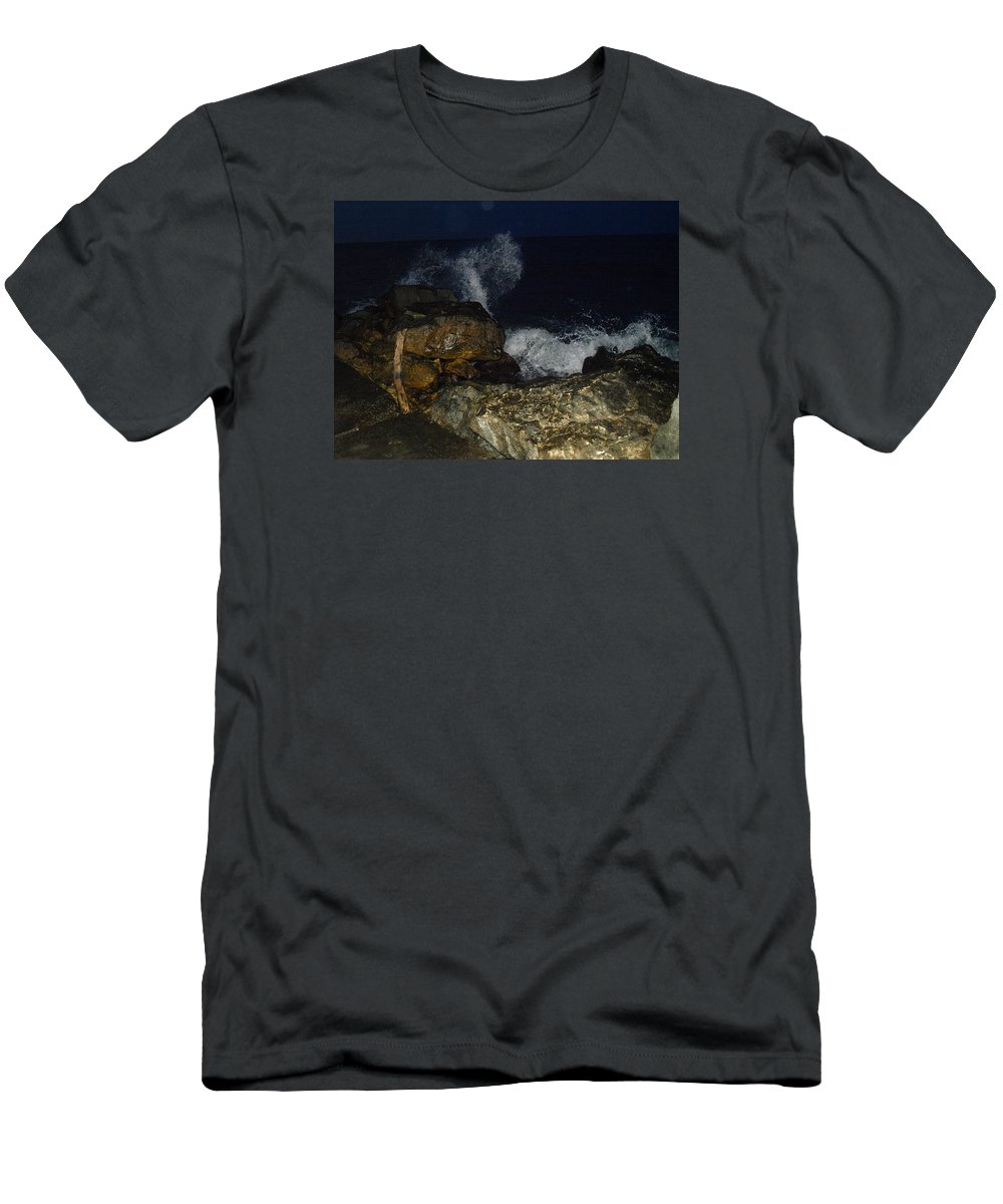 Photo Men's T-Shirt (Athletic Fit) featuring the photograph Love Wave by Crina Iancau