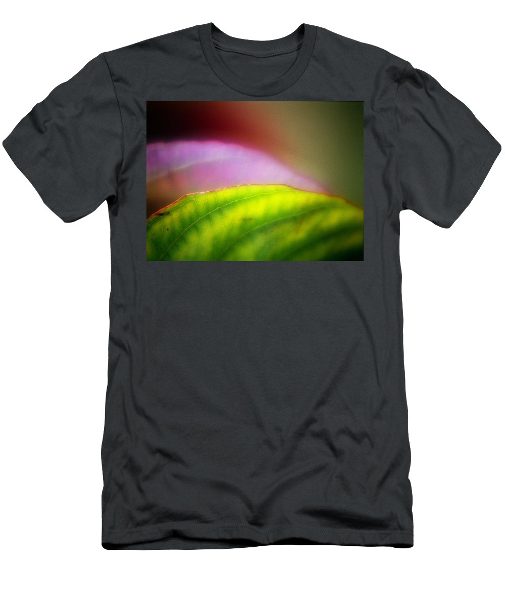 Macro Men's T-Shirt (Athletic Fit) featuring the photograph Macro Leaf by Lee Santa