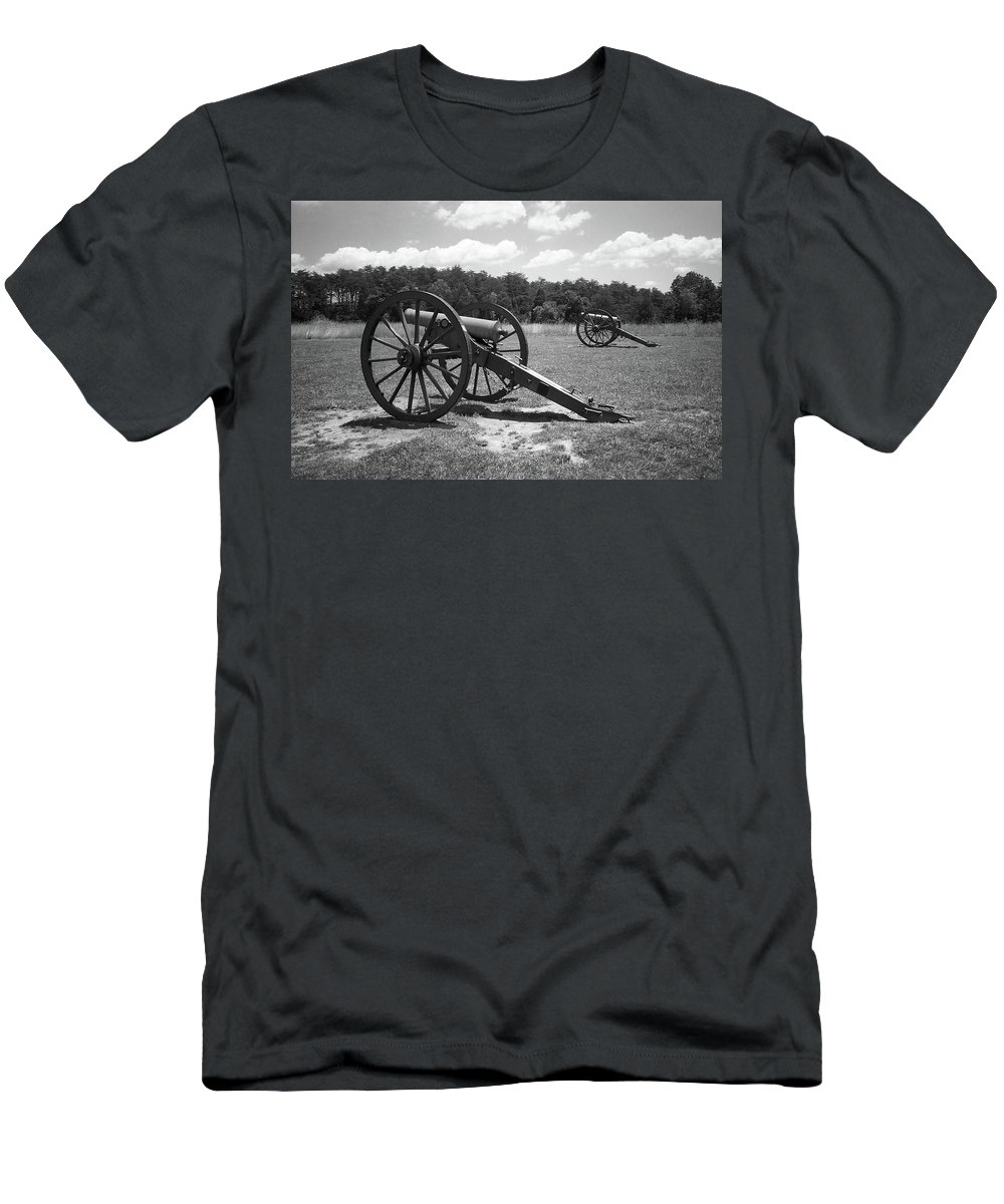 Agriculture Men's T-Shirt (Athletic Fit) featuring the photograph Manassas Battlefield 2 Bw by Frank Romeo