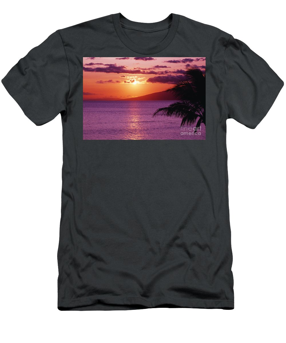 Beach Men's T-Shirt (Athletic Fit) featuring the photograph Maui, Sunset by Tomas del Amo - Printscapes
