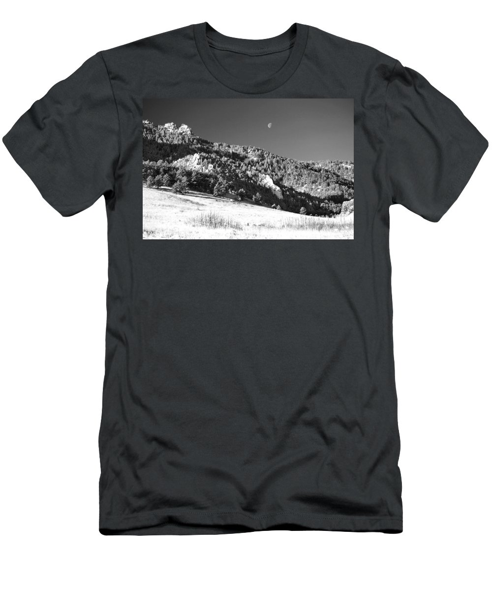 Colorado Men's T-Shirt (Athletic Fit) featuring the photograph Moon Over Chatauqua 2 by Marilyn Hunt