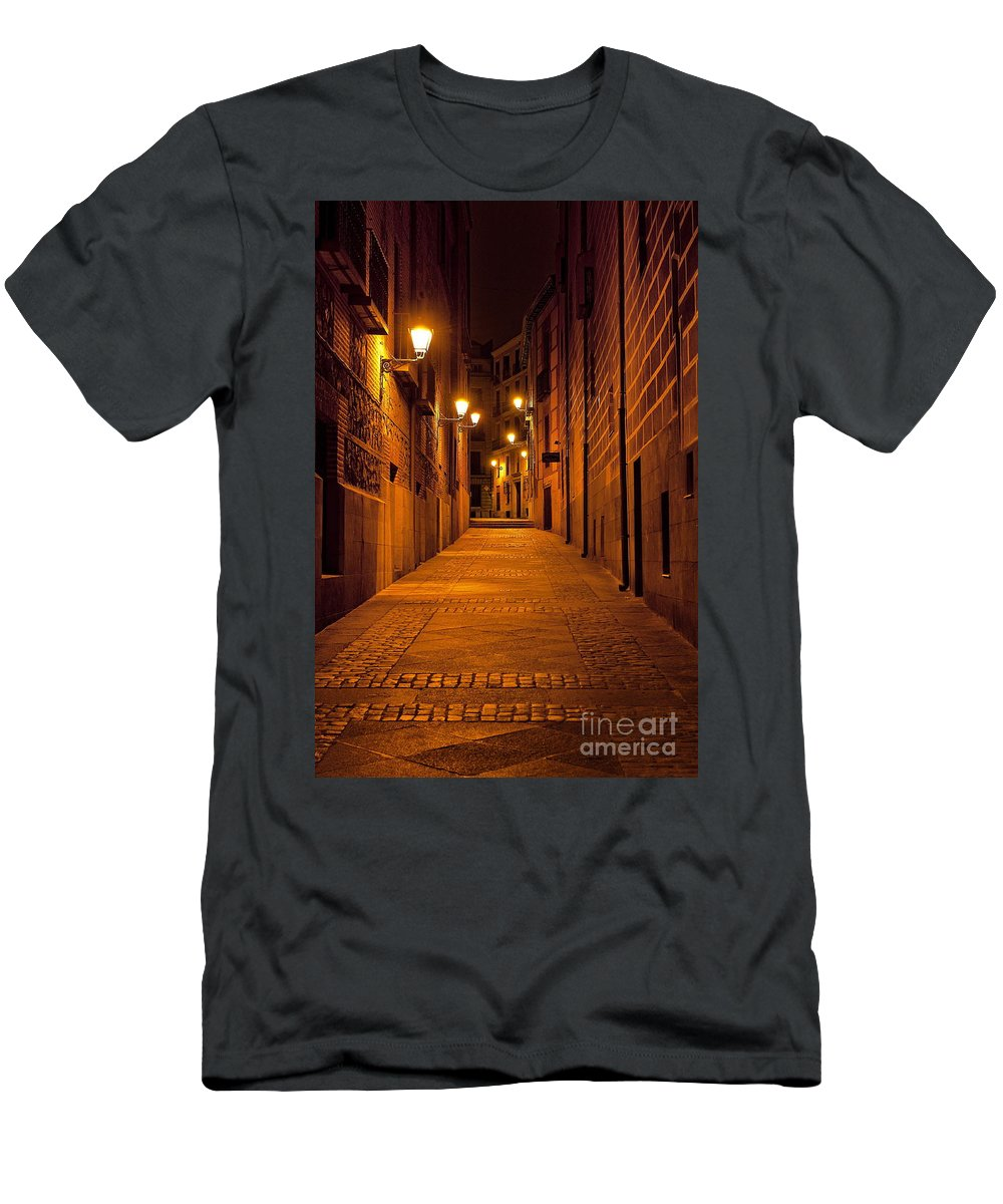 Madrid Men's T-Shirt (Athletic Fit) featuring the photograph Narrow Alley by John Greim