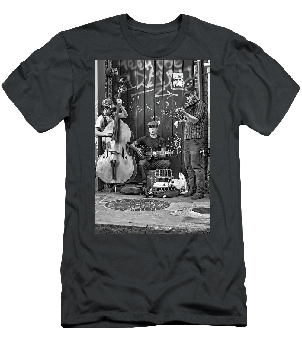 French Quarter Men's T-Shirt (Athletic Fit) featuring the photograph New Orleans Street Musicians Bw by Steve Harrington