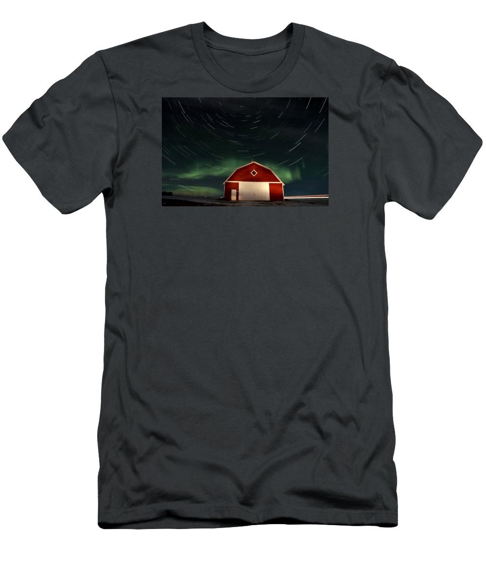 Canada Men's T-Shirt (Athletic Fit) featuring the photograph Northern Lights Canada Barn by Mark Duffy