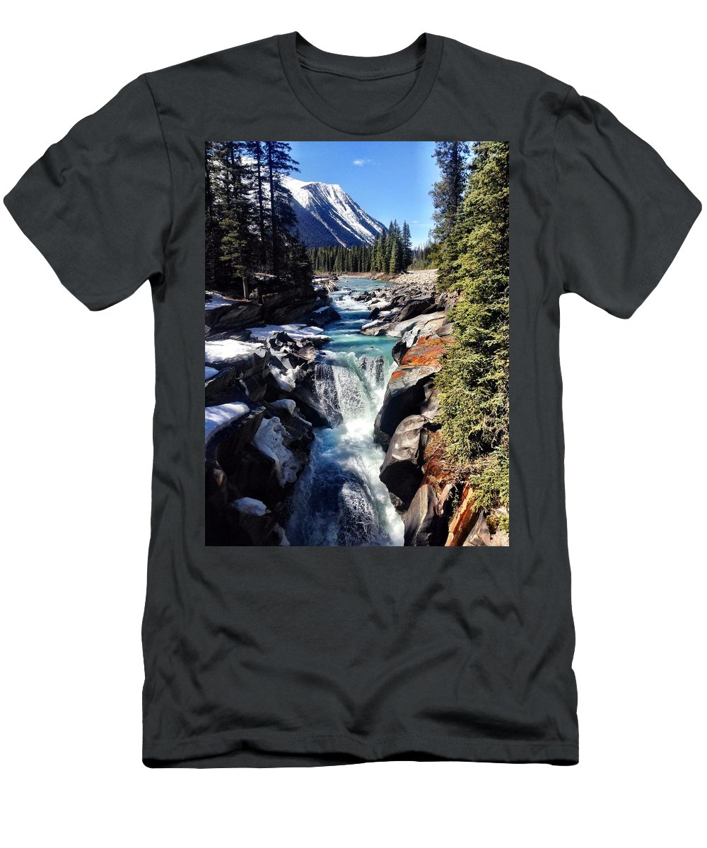 Waterfall Men's T-Shirt (Athletic Fit) featuring the photograph Numa Falls by Kim Grosz
