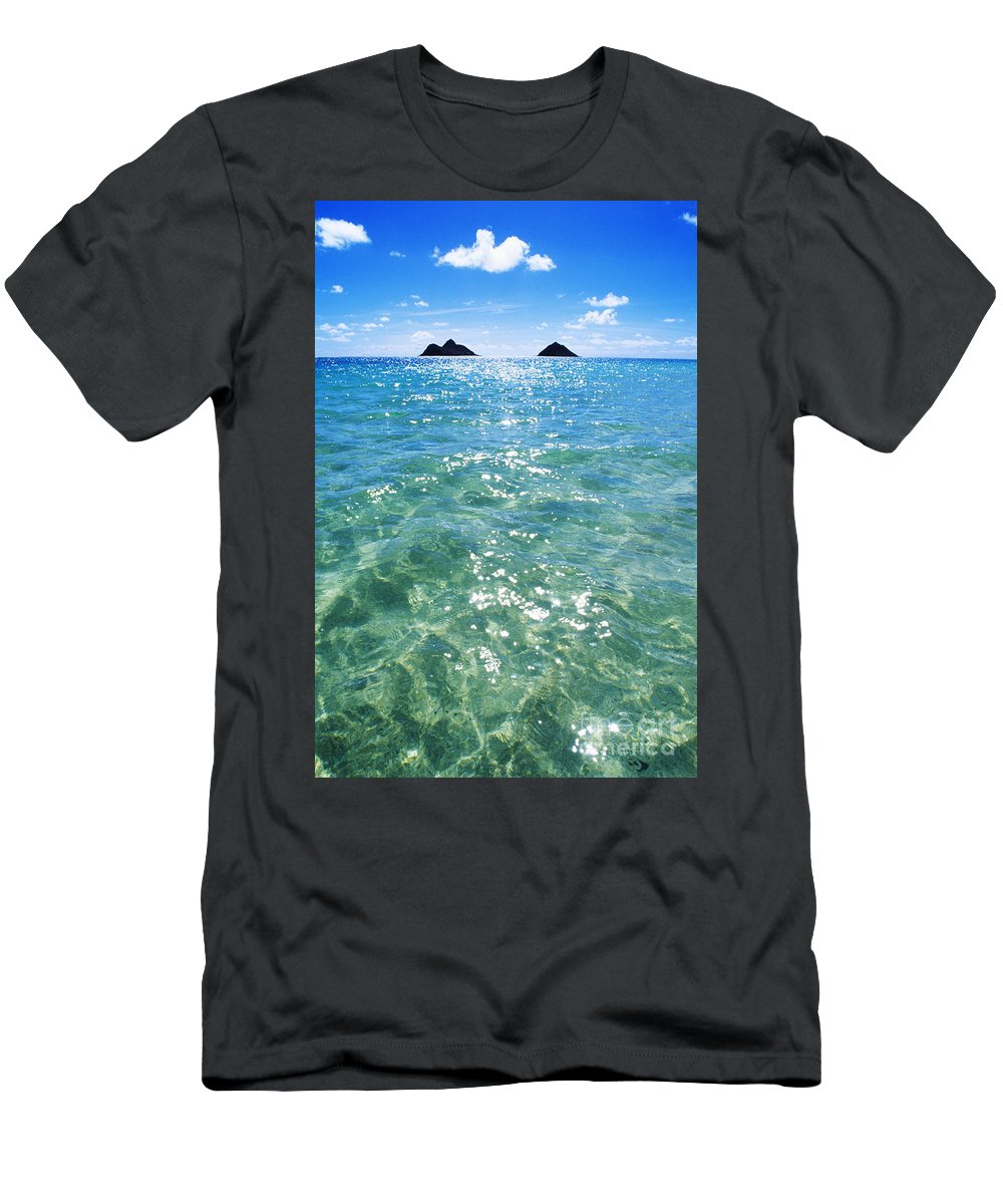 05-pfs0112 Men's T-Shirt (Athletic Fit) featuring the photograph Oahu, Lanikai Beach by Carl Shaneff - Printscapes