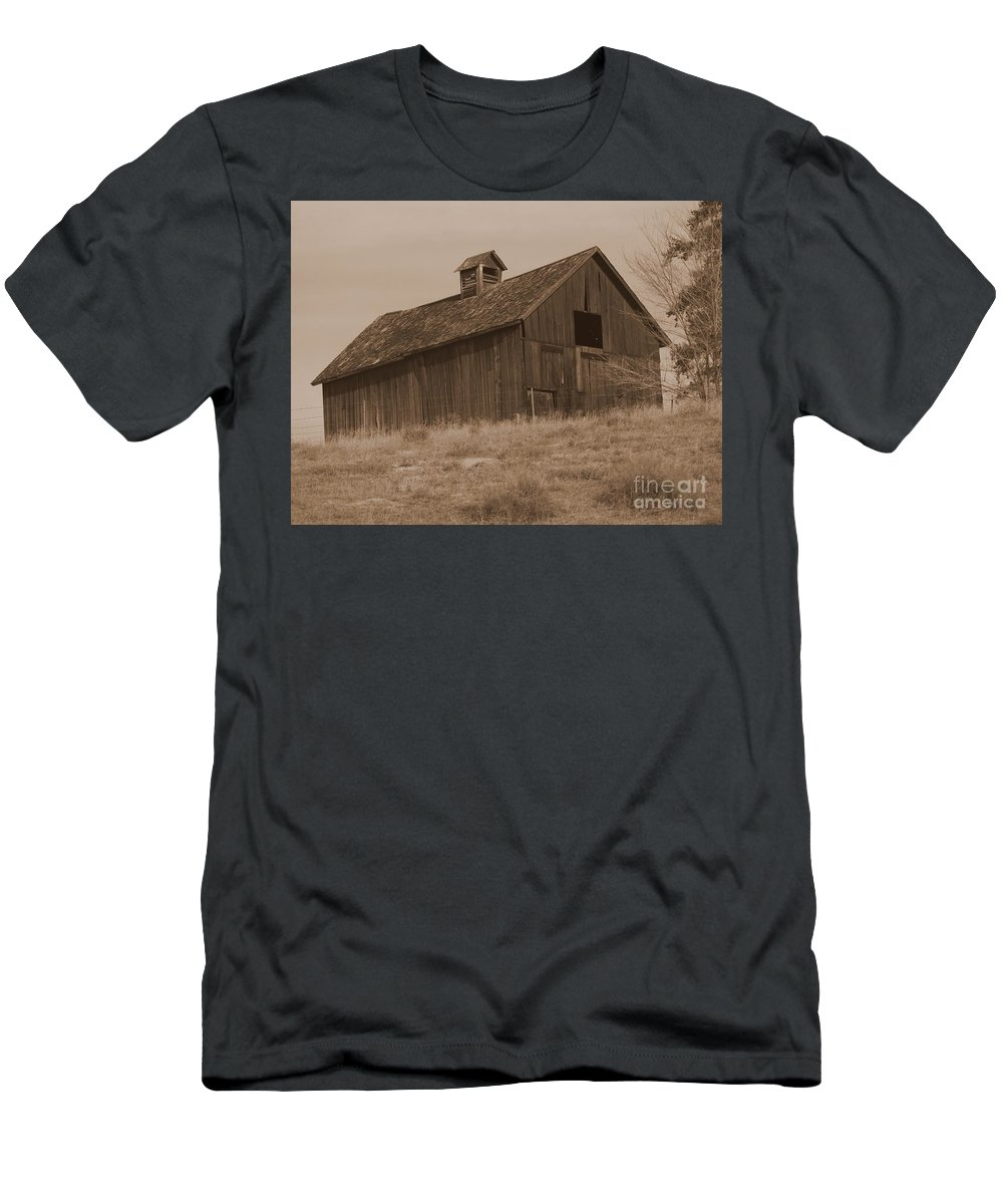Old Barn Men's T-Shirt (Athletic Fit) featuring the photograph Old Barn In Washington by Carol Groenen