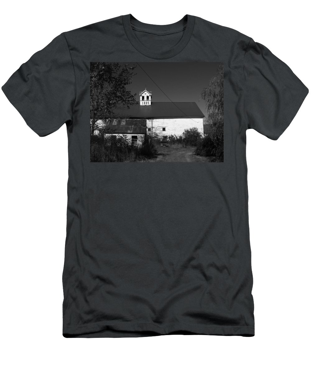 Old Farm House Men's T-Shirt (Athletic Fit) featuring the photograph Old Farm House by Michael Mooney