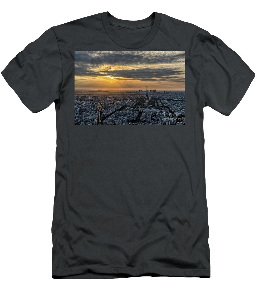 Sunset Men's T-Shirt (Athletic Fit) featuring the photograph Paris Sunset by Myroslav Dvornyk