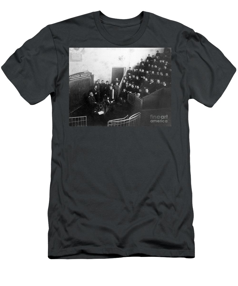 History Men's T-Shirt (Athletic Fit) featuring the photograph Pavlov In Lecture Theater, 1904 by Wellcome Images