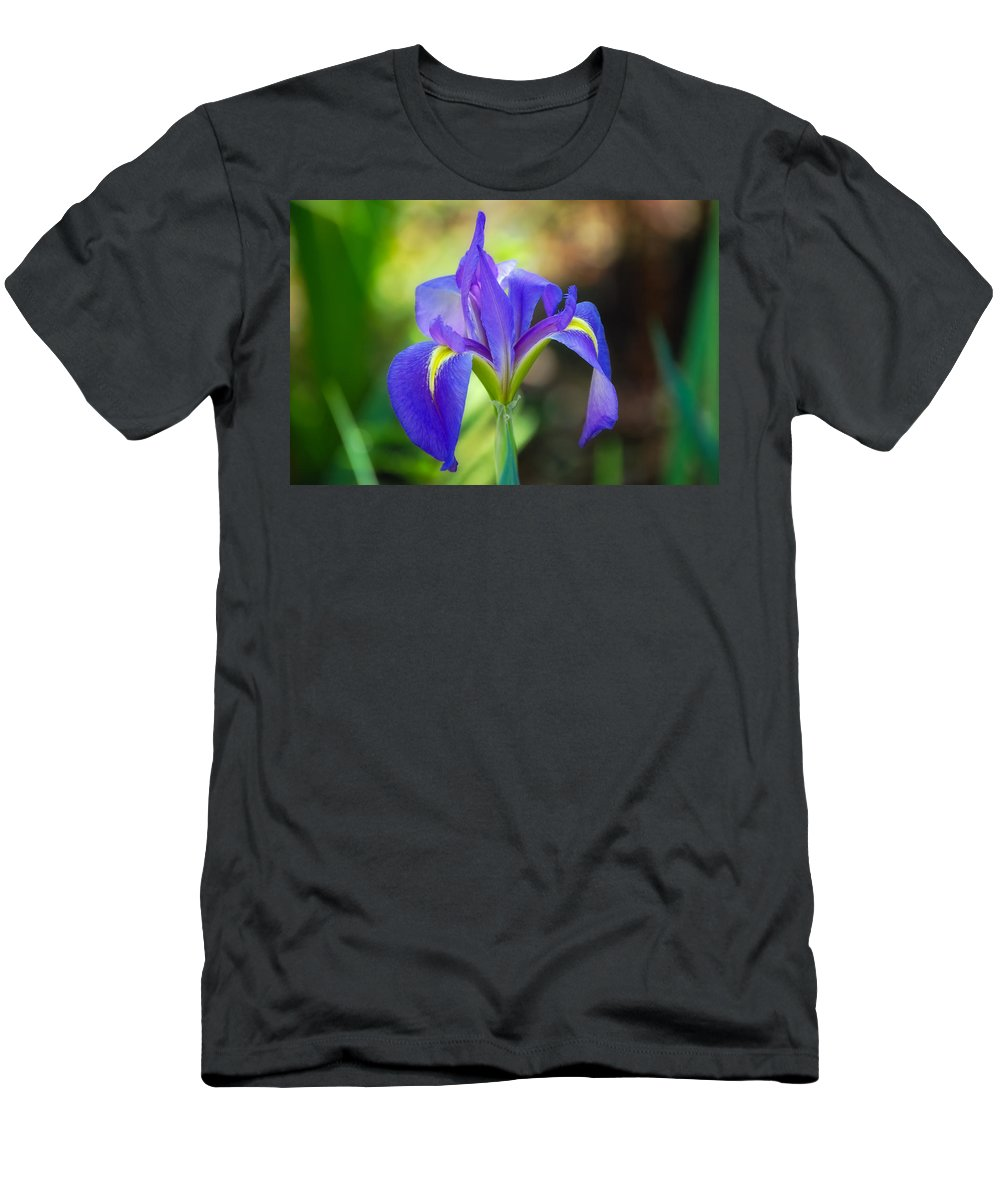 Iris Men's T-Shirt (Athletic Fit) featuring the photograph Pure Simple Beautiful by Rich Leighton