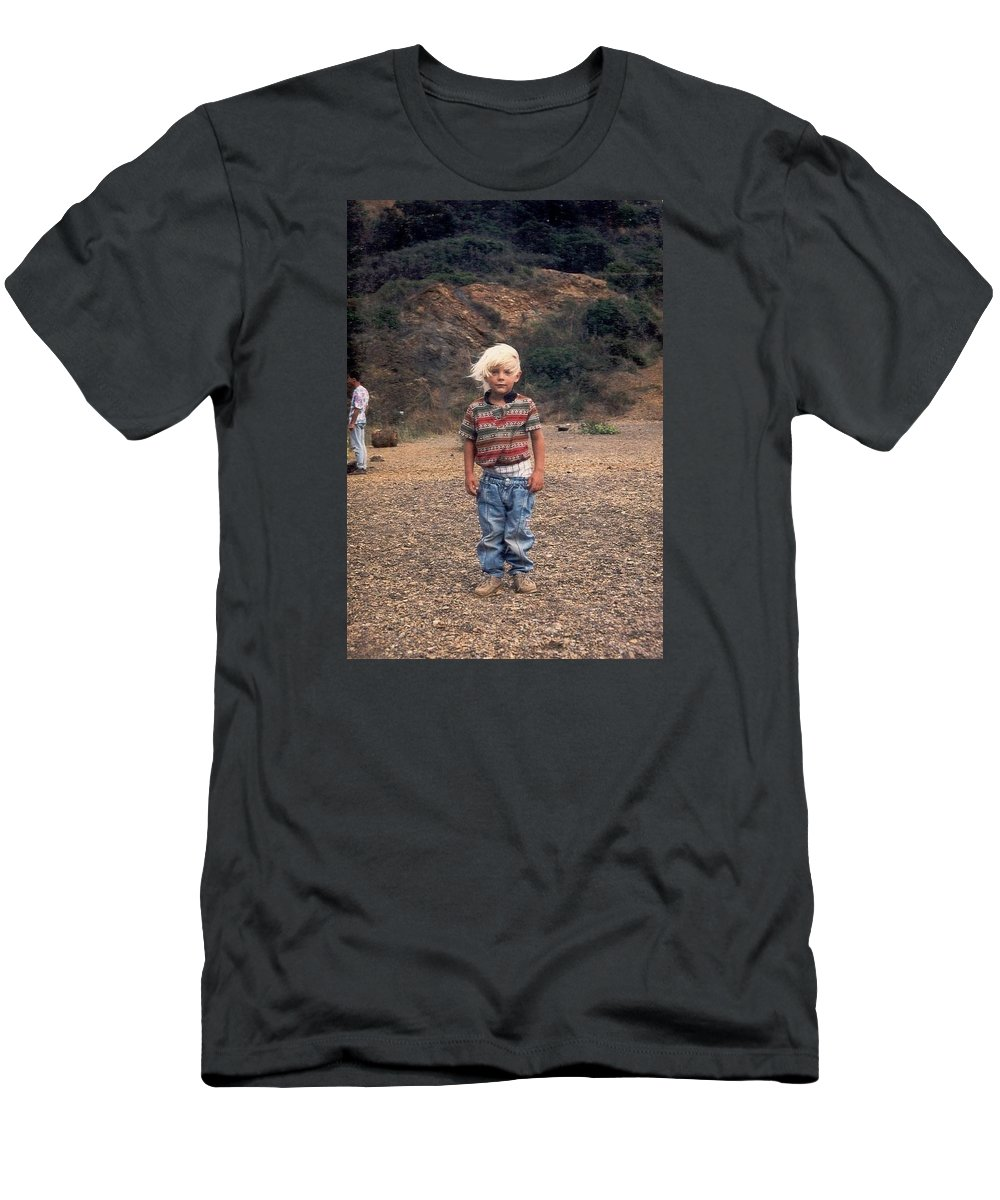 Children Men's T-Shirt (Athletic Fit) featuring the photograph Que Pasa Policia ? by Pascal Hagl